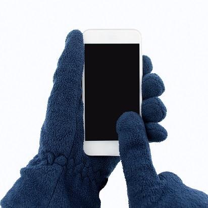手袋に貼るだけ!人工指紋ステッカーで、寒い冬でもスマホ操作が快適!?