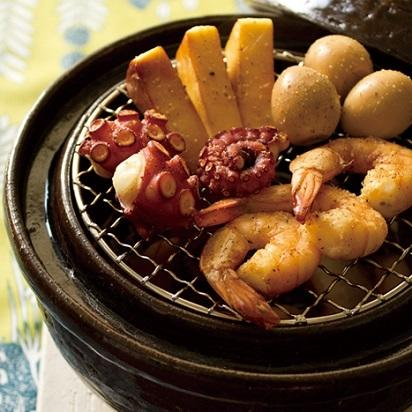 煙を出さずに、自宅でかんたん燻製料理! 土鍋で作る燻製って?