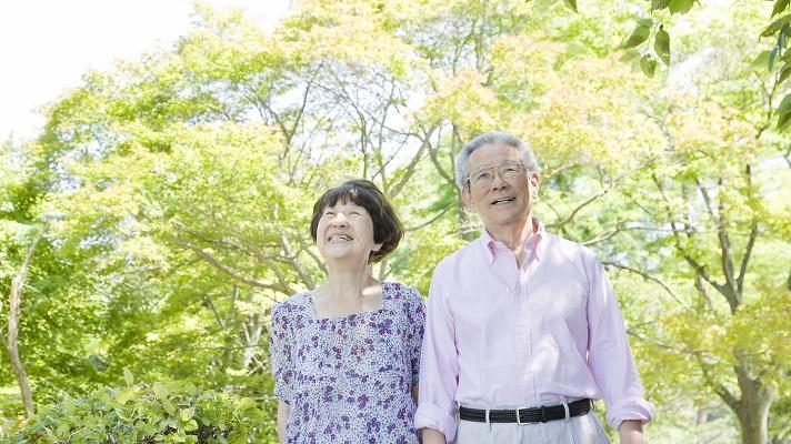 高齢者って何歳から? 高齢に見える要因1位は「姿勢」! 高齢者や老後に関する意識調査 ~東京イセアクリニック調べ